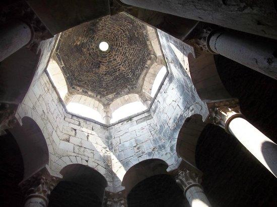 Banys Àrabs: Studnia arabska - widok kopuły z dołu