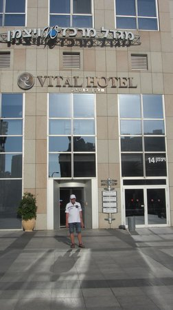 Vital Hotel: In front of the Hotel entrance