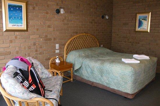 Tropicana Motor Inn: room