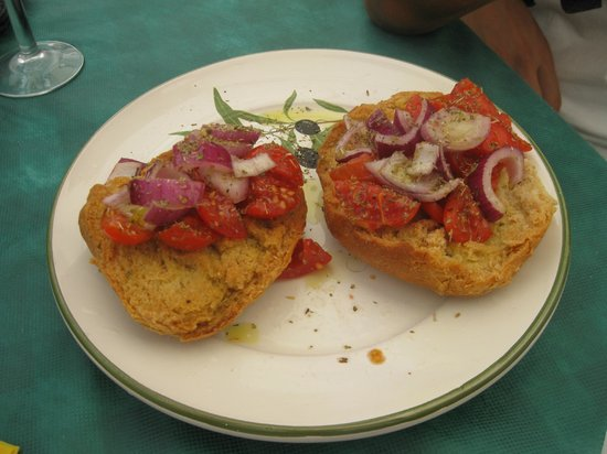 Sapere & Sapori: Frise con pomodoro e cipolla rossa