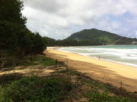 Cachet Resort Dewa Phuket - Nai Yang Beach: Beach across the road