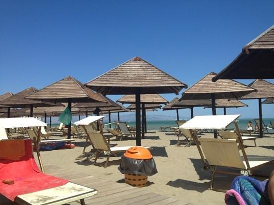 Villaggio Emmanuele: bella spiaggia molto ampia!