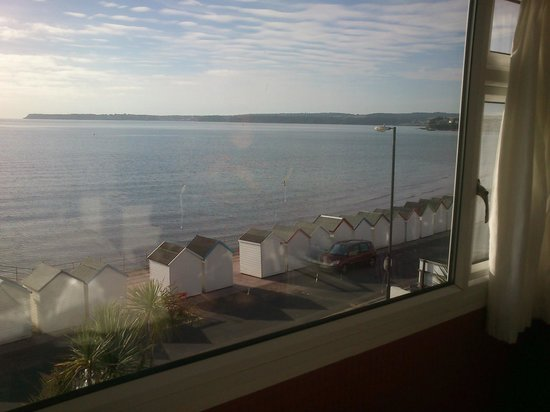 The Torbay Sands Hotel: Looking towards the south from our hotel room window