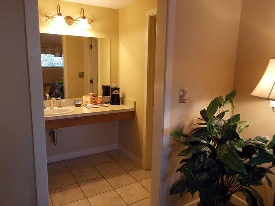 Inn at Kitchen Kettle Village: room 101