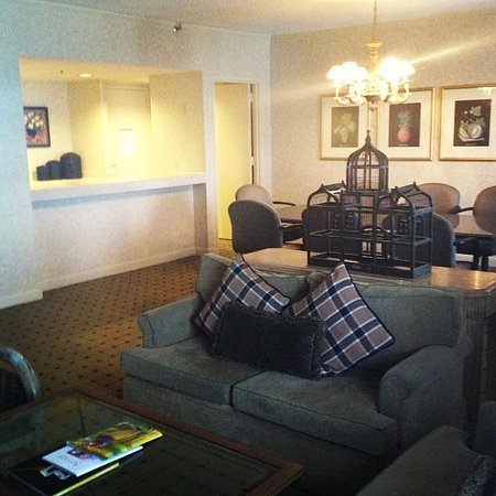The Westin Dallas Park Central: deluxe king suite