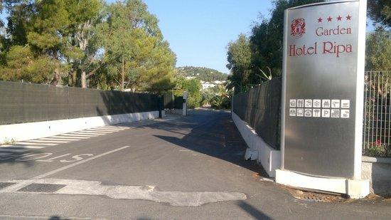 Garden Hotel Ripa: Einfahrt