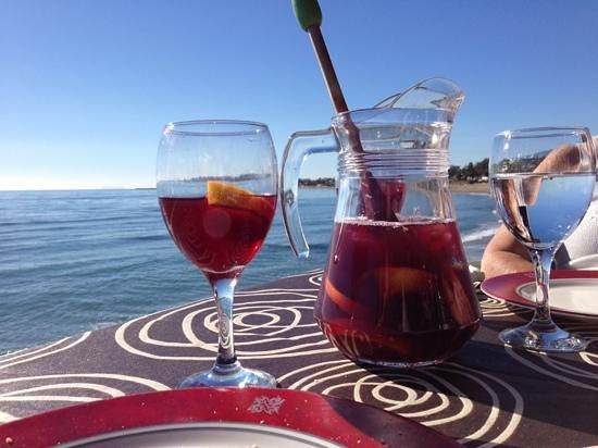 Victor's Beach Bar : sangria and sun