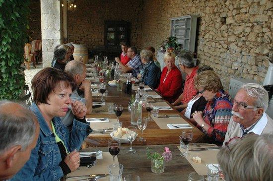 Le Caillau : In de half open wijnschuur