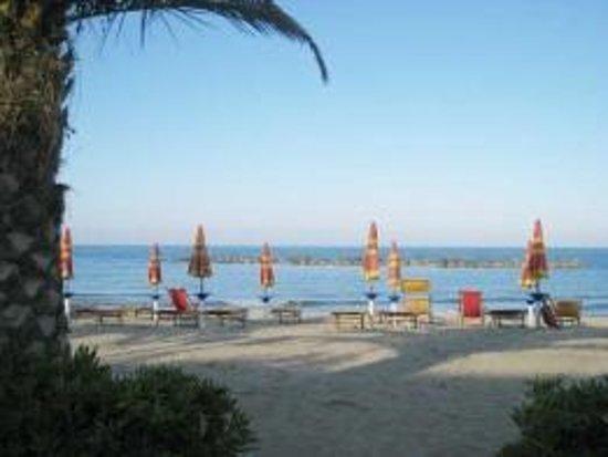 Agriturismo Villa Bussola: the beach of San Benedetto del Tronto, 10km from Villa Bussola