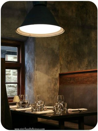The Trustee Bar & Bistro: The interior downstairs ツ