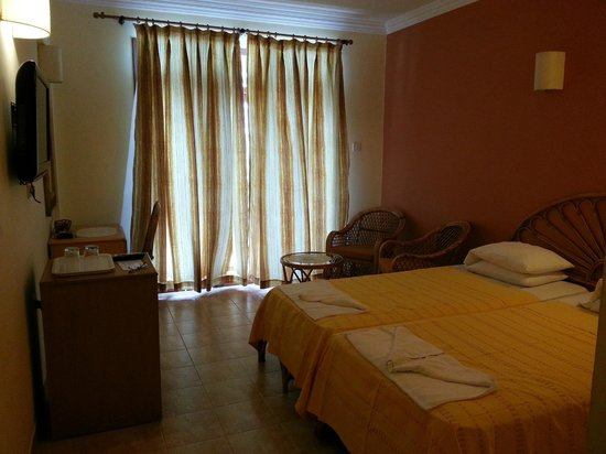 Kingstork Beach Resort: Nice Cozy Spacious room !