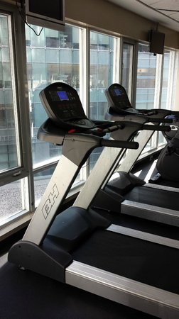 Pantages Hotel Toronto Centre: Gym of the hotel - well equipped