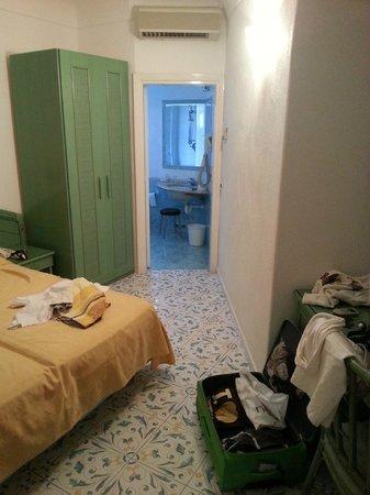 Park Hotel Terme Mediterraneo: Visione della stanza e del bagno