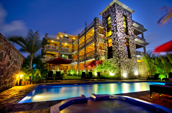 IS Villa: Evening view by the pool side ....