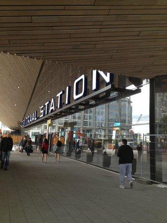 Rotterdam Marriott Hotel: Rotterdam Central Station