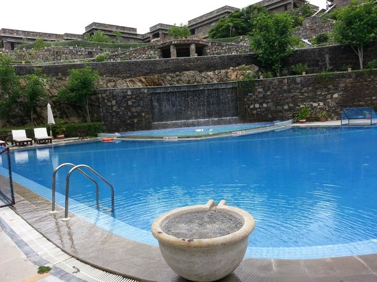 Ramada Udaipur Resort and Spa: Relaxing and fun @ pool side