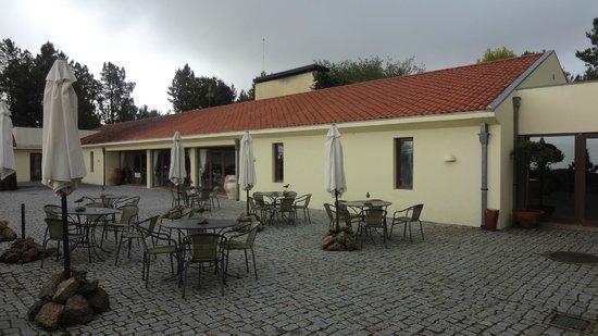 Pousada Convento de Belmonte: Alfresco dining area