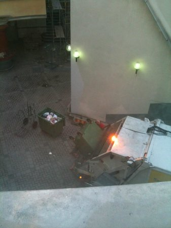 ProfilHotels Central Hotel : Garbage truck at 06.15 AM