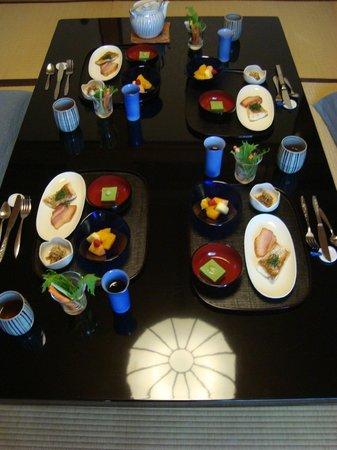 Kinoe: petit déjeuner dans la chambre