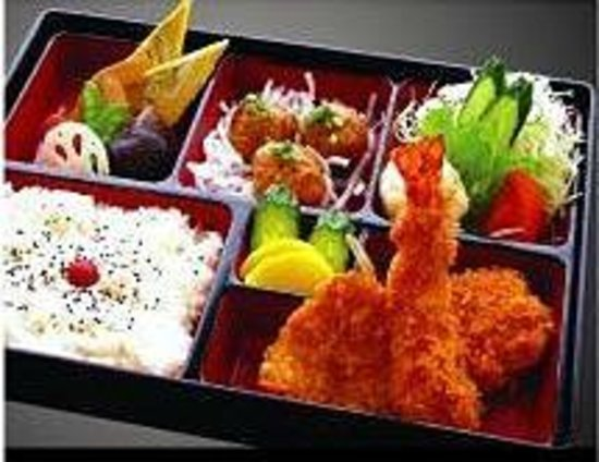 Tonkatsu Ise, Shinjuku Nomura Bldg.: 卵焼きやミートボールサラダ野菜煮染めの盛合お弁当