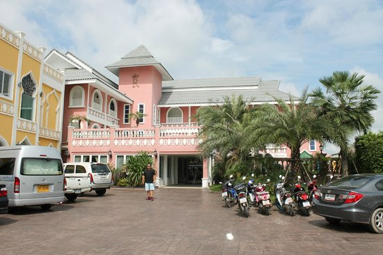 Rasa Boutique Hotel: Hotel from street