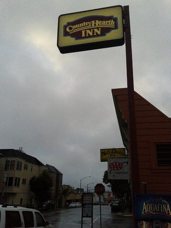 Inn at Golden Gate: I was waiting for a shared van to the SFO airport.