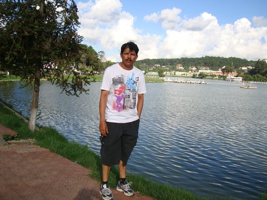 Golf 3 Hotel Dalat: Beautiful Lake beside the Hotel