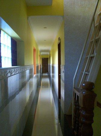 Hak's House Residence : aisle