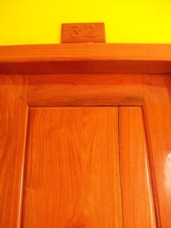 Hak's House Residence : the door
