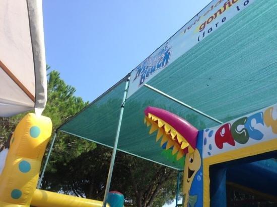 Borgo Piave, Włochy: gonfiabili .... a pagamento!!