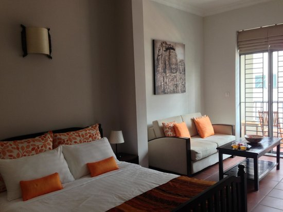Riverside Suites: Bed and Living Areas