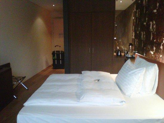 Holiday Inn Schindellegi - Zurichsee: Opposite side of the room, facing wardrobe & bathroom