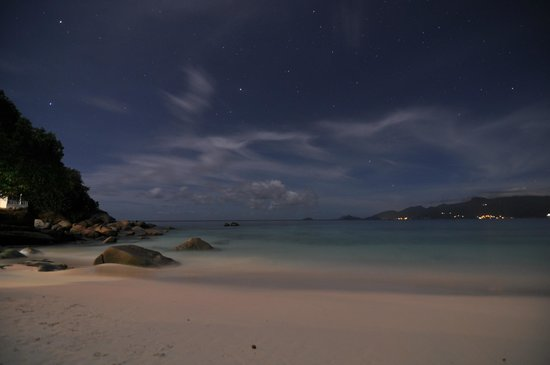 Anse Royale, เซเชลส์: Anse Soleil beach at night