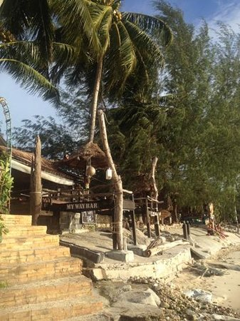 My Way Bungalows: My way bar seen from the beach