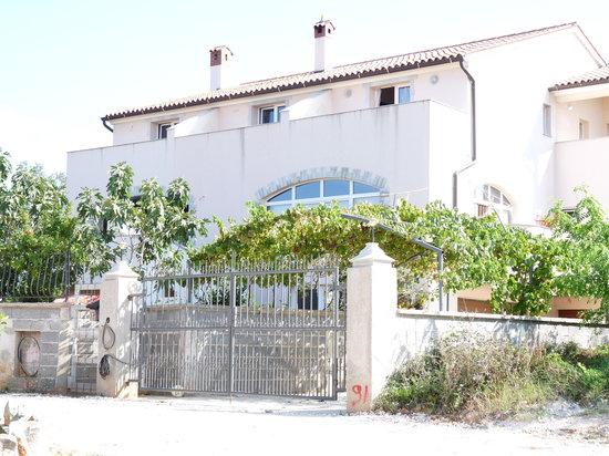 Leonardo Apartments