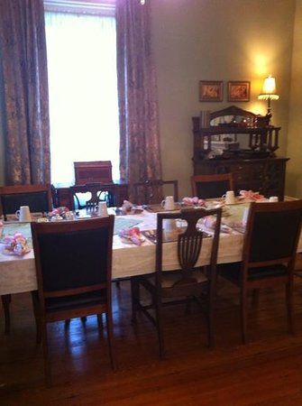 The Montague Rose B&B: beautiful dining room