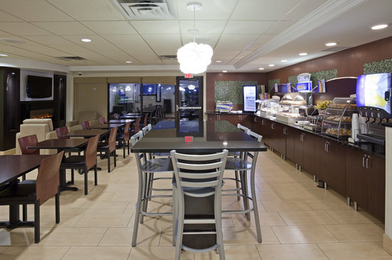 Holiday Inn Express & Suites Rogers: Express Start Breakfast