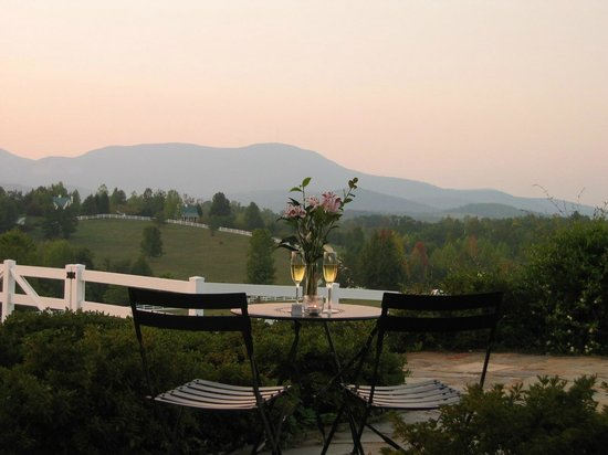 The Red Horse Inn: Champagne with a view