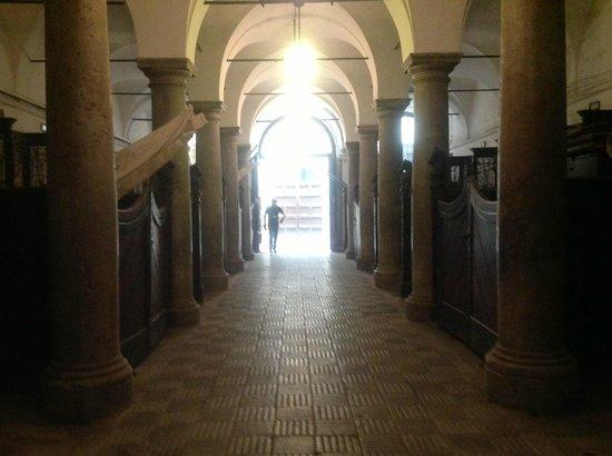 Palazzo Mirto : le scuderia, in arrivo Mr. Giuseppe Delfino