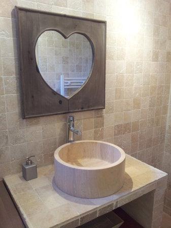 Un Coin De Luberon : Bathroom of LA JASSO