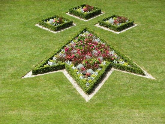 Jardin des Remparts : Aiuola motivo floreale 1