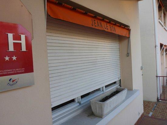 Hotel Jean Le Bon : Stores propres...