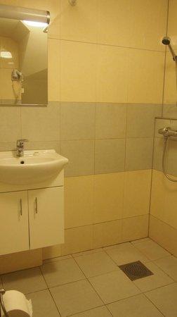 Best Western Kampen Hotell: Baño. La ducha no era muy cómoda, porque había agua por todo..