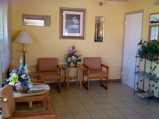 Trails Inn & Suites Motel : Lobby