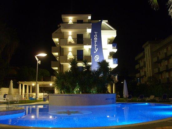 Hotel Jerry: hotel di notte