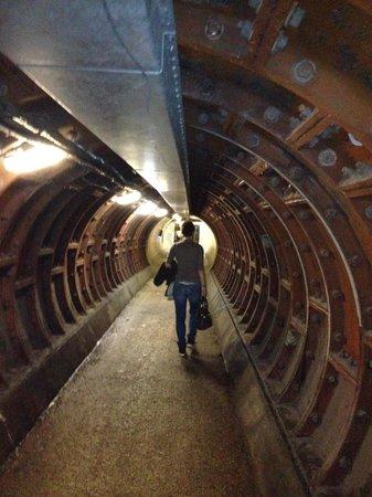 Greenwich Foot Tunnel: Ecco il tunnel...