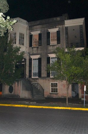 Blue Orb Savannah Ghost Tours: 432 Abercorn