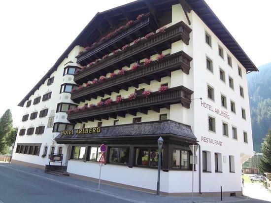 Hotel Arlberg: hotel, facciata principale
