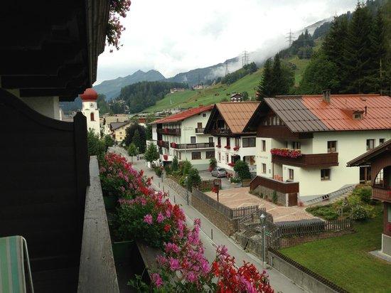 Hotel Arlberg: vista verso il paese