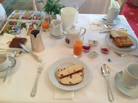 Hotel Arlberg: colazione con vista